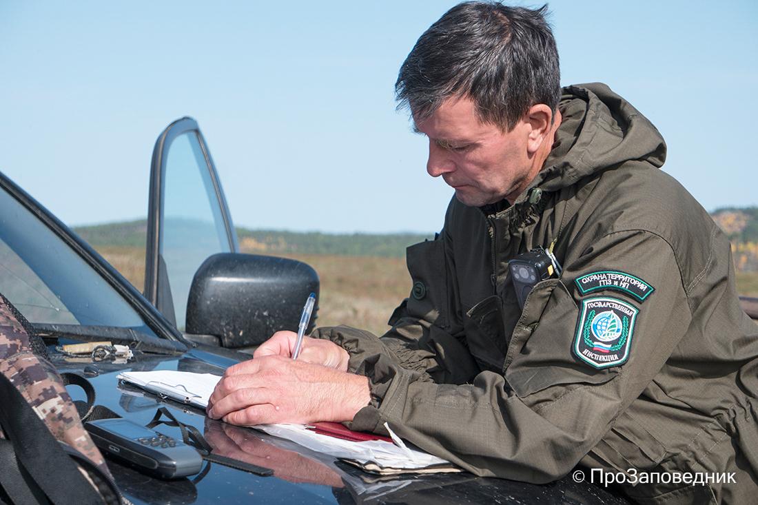 Инспектор заказника Алтачейский за работой