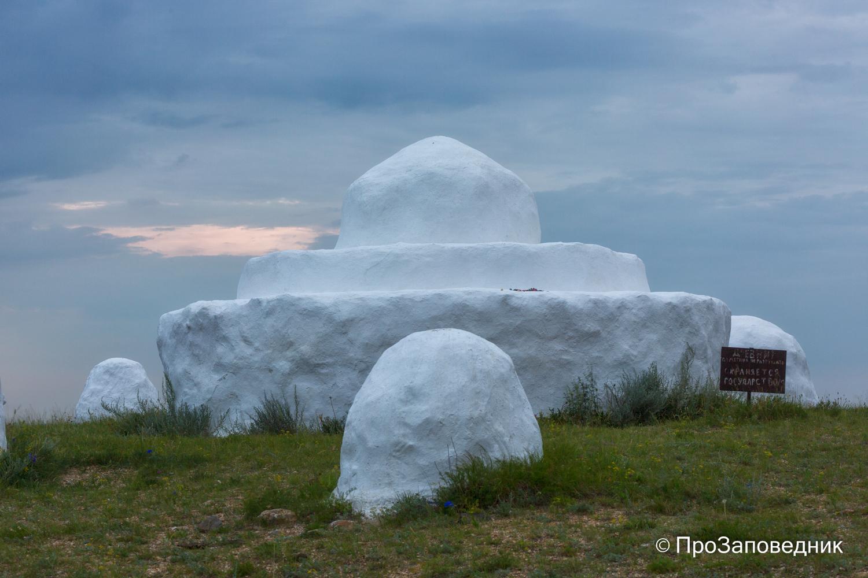 культовое сооружение- обоо На вершине горы Цаган-Обо