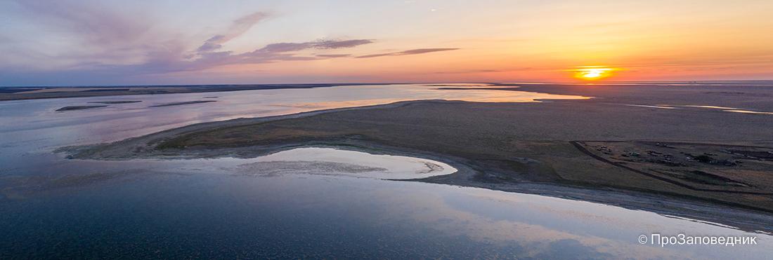 Озеро Маныч-Гудило на закате
