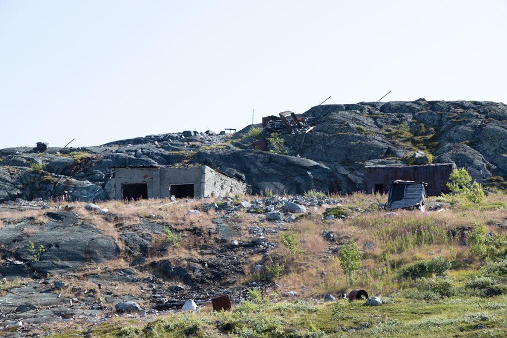 остатки воинский части на вершине горы Каскама